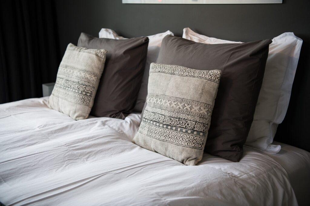 тъмно сива луксозна спалян